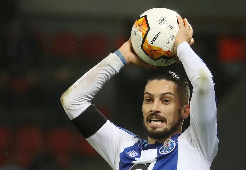 Man United in contact with Porto over Alex Telles